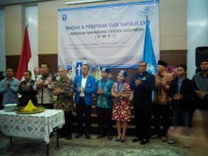Pengurus Pusat GMKI berfoto dengan para senior dan tamu undangan