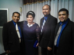 Ketua Panitia Dr. Donna Sampaleng bersama tim panitia