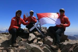 Tim WISSEMU berhasil menaklukkan puncak gunung tertinggi di benua Amerika Selatan