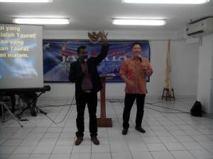 Pdt. Joshua Paul dan Pdt. Bambang Subroto (Ki-ka)