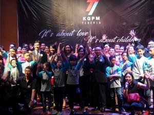 Panitia, Jemaat dan Para penyanyi berfoto bersama usai acara Konser