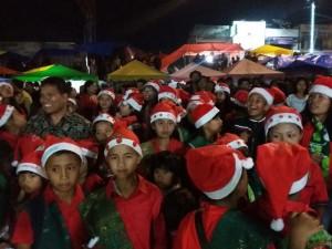 maruap-siahaan-ketua-umum-ypdt-bernyanyi-bersama-anak-anak-siborongborong