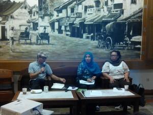 Kika: Moderator Bernadinus Steni, Luluk Uliyah dan Dahniar Adriani