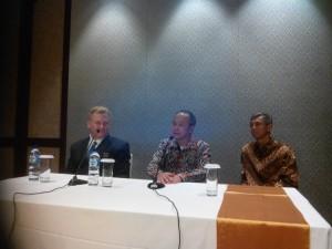 Kika: Dr. Jastard, Dr. Tjahjono Gondhowiardjo dan Subandriyo